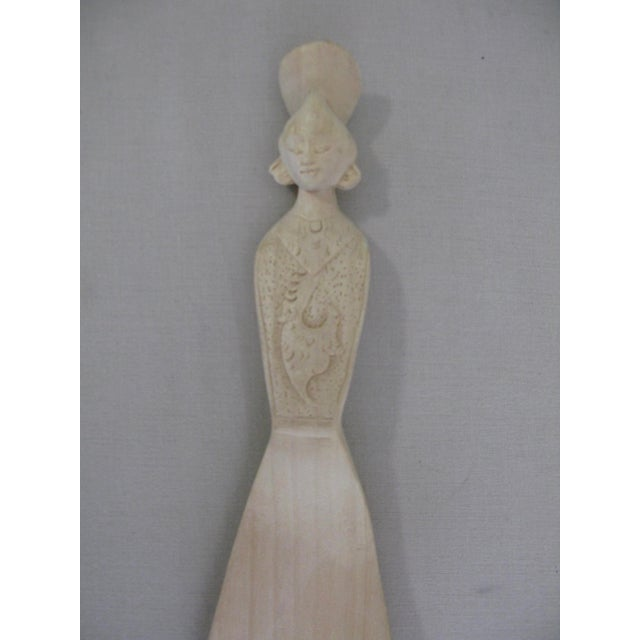 Sand Vintage Hand Carved Wood Indonesian Salad Fork + Spoon Serving Set For Sale - Image 8 of 12