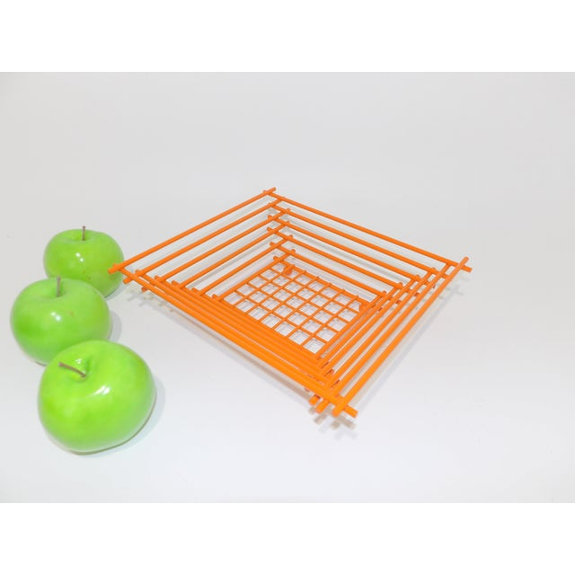 Mid-Century Modern Geometric Orange Metal Wire Fruit Dish For Sale In Sacramento - Image 6 of 8