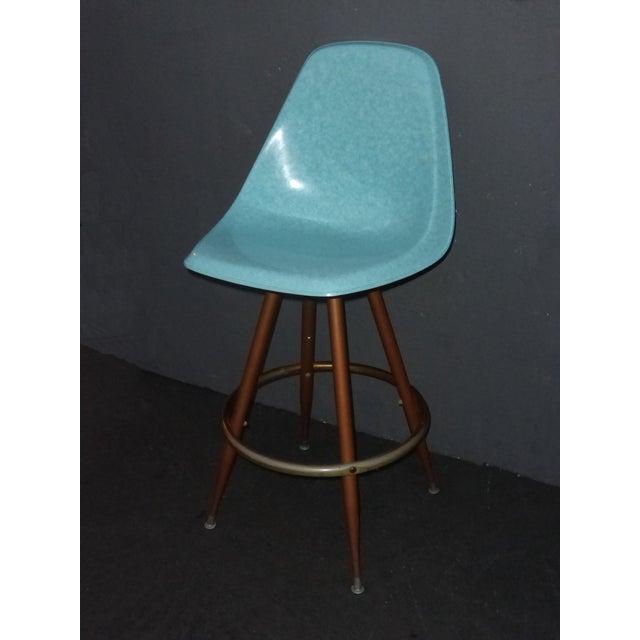 Mid-Century Turquoise Fiberglass Peg Leg Bar Stool For Sale - Image 4 of 7
