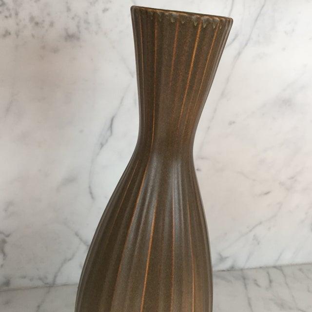 """Jonathan Adler """"Sven"""" Vase - Image 4 of 5"""