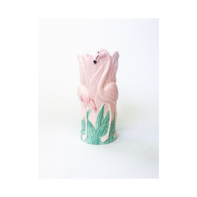 A wonderful vintage ceramic pink flamingo vase. Made in Japan by Vandor in 1986.