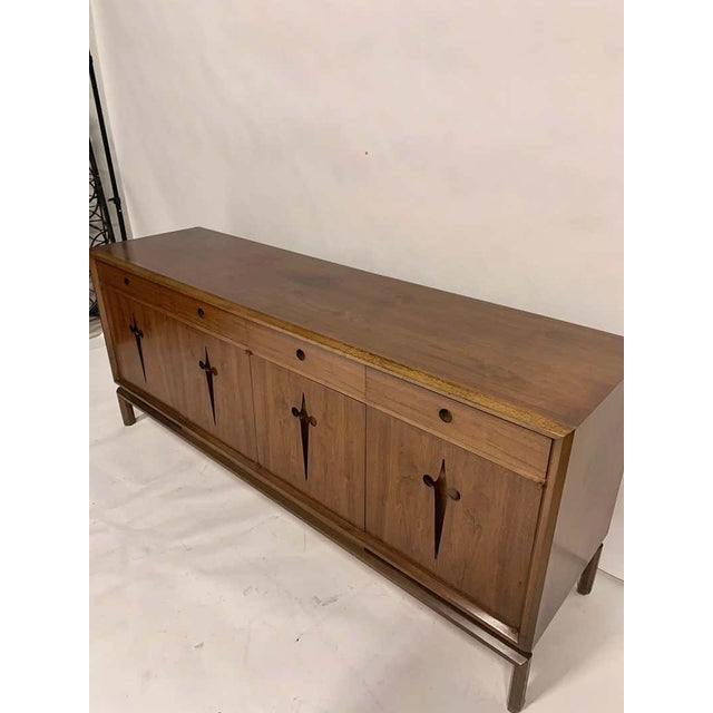 1950s Decorative Midcentury Edmond J Spence Stilted Walnut Credenza, Sideboard, Buffet For Sale - Image 5 of 9
