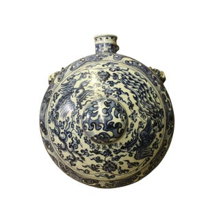 Chinese Blue White Porcelain Round Bottle Shape Display For Sale