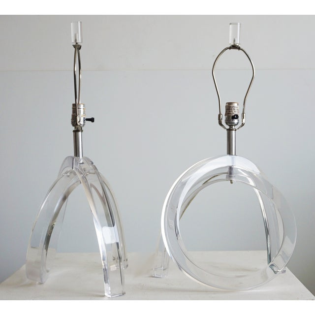 Contemporary Dorothy Thorpe Lucite Pretzel Lamps - A Pair For Sale - Image 3 of 8
