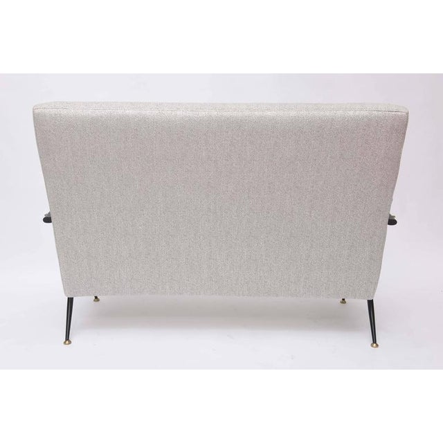 1950s Italian Mid-Century Modern Gray Upholstered Settee For Sale In Miami - Image 6 of 10