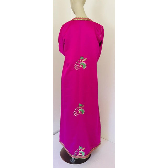 Islamic Gorgeous Moroccan Caftan in Hot Pink Fuchsia Maxi Dress Kaftan For Sale - Image 3 of 13