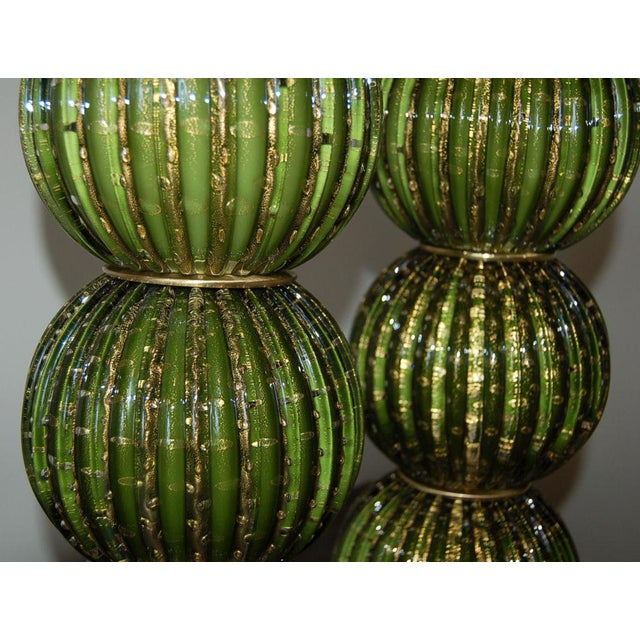 1960s Vintage Murano Glass Stacked Ball Murano Lamps Green Gold For Sale - Image 5 of 10
