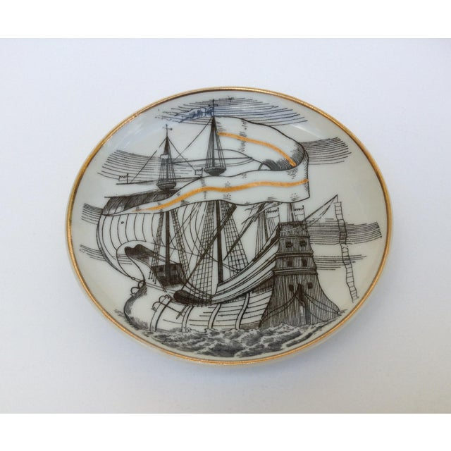 "Gold Fornasetti Attr. Tall Ships ""Velieri"" Coasters - Set of 4 For Sale - Image 8 of 11"