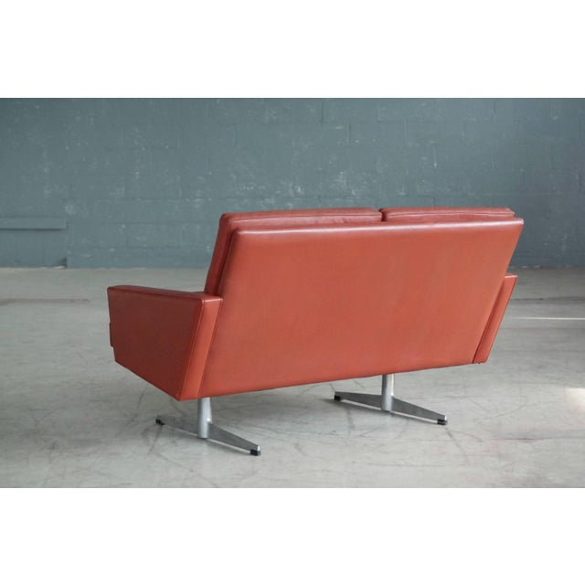 Danish 1960s Two-Seat Airport Sofa in Red Leather For Sale In New York - Image 6 of 9