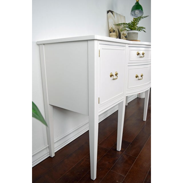 Late 19th Century 19th Century Traditional Henredon George III Style Mahogany White Sideboard For Sale - Image 5 of 11