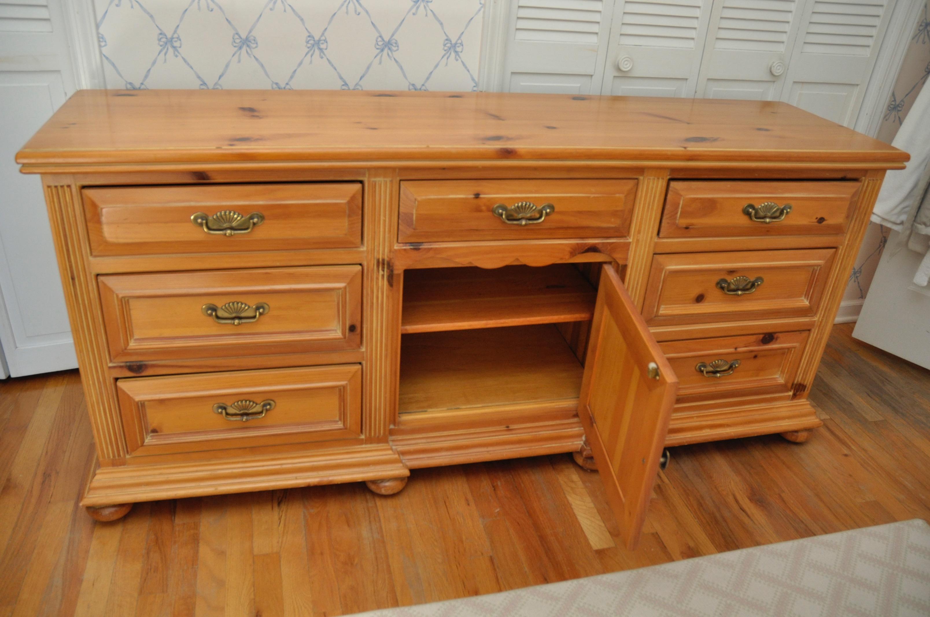 Link Taylor Lexington Furniture Wide Dresser For Sale   Image 7 Of 7
