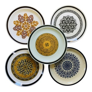 1960s Mismatched Native Themed Vintage Stoneware Plates - Set of 5 For Sale