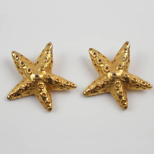 French Christian Lacroix Paris Oversized Gilt Metal Starfish Clip on Earrings For Sale - Image 3 of 7