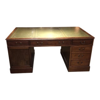 1900s Georgian Style Mahogany Partners Desk With Leather Top For Sale