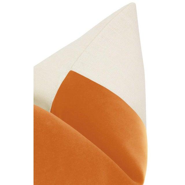 """22"""" Hermes Orange Italian Velvet Panel & Linen Pillows - a Pair For Sale - Image 4 of 6"""