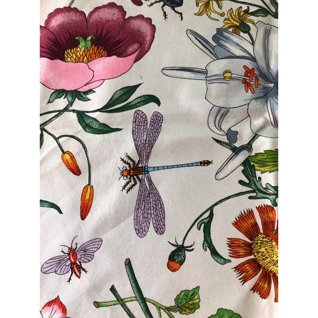 """1970s Gucci """"Flora"""" Scarf With Blue Border For Sale - Image 12 of 13"""