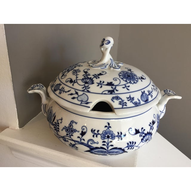 1920s Chinoiserie Bohemia D Zwiebelmuster Covered Tureen For Sale - Image 12 of 12
