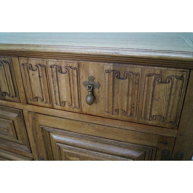 Jonathan Charles Tudor Oak Sideboard Cabinet - Image 10 of 10