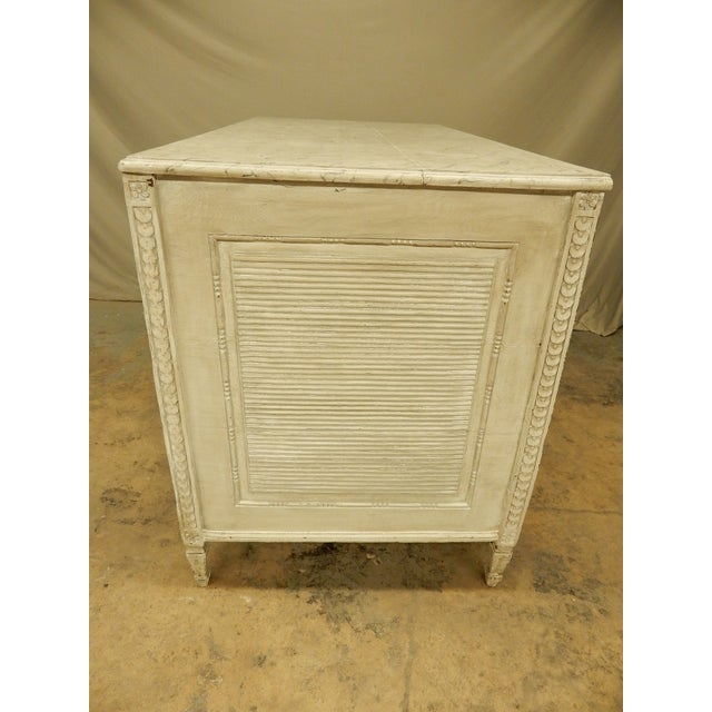 Gustavian (Swedish) 18th Century Northern European Painted Commode For Sale - Image 3 of 11