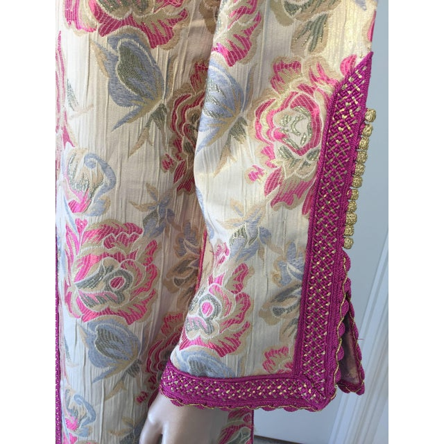 Vintage 1970s Moroccan Kaftan Brocade Embroidered With Pink and Gold Trim For Sale - Image 4 of 10