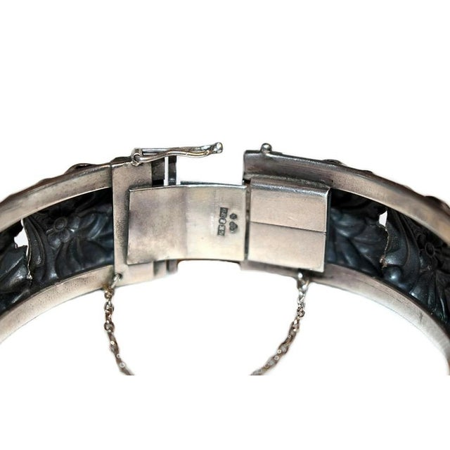 1950s Sterling Silver Floral Repoussé Hinged Bangle For Sale In Los Angeles - Image 6 of 7