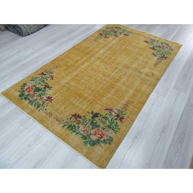 Vintage Floral Design Yellow Deco Rug - 4′10″ × 8′3″ For Sale - Image 5 of 6