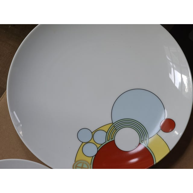 Art Deco 1980s Frank Lloyd Wright Art Deco Imperial Hotel Design Porcelain Dishes 7-Piece Place Setting For Sale - Image 3 of 9