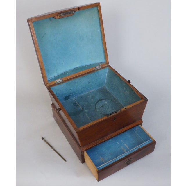Traditional Circa 1820 English Georgian Style Mahogany and Satinwood Casket For Sale - Image 3 of 12