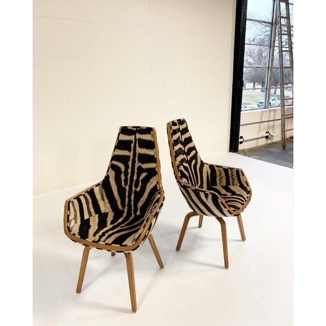 Rare Arne Jacobsen for Fritz Hansen Giraffe Chairs Restored in Zebra Hide - Pair For Sale In Saint Louis - Image 6 of 11