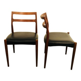Pair of Mid-Century Hans Wagner Style Dining Chairs For Sale