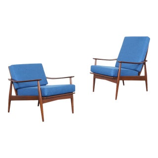 Mid Century Modern Walnut Lounge Chairs For Sale