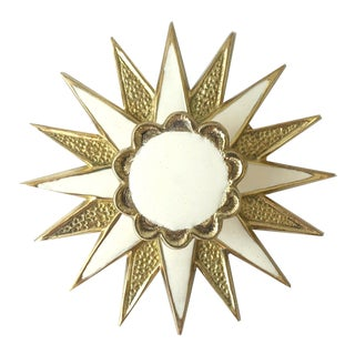 Addison Weeks Michelle Nussbaumer Large Star Backplate & Enamel Knob, Brass & White For Sale