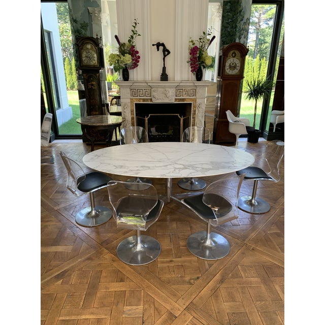 A Eero Saarinen for Knoll oval Dining Table, Original Vintage not a rerun from the 1990's or later. With a gorgeous...