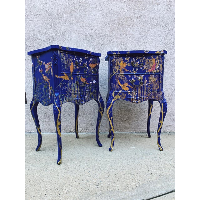 Traditional 1930s Hand Painted Chinoiserie Nightstands with Birds - a Pair For Sale - Image 3 of 13