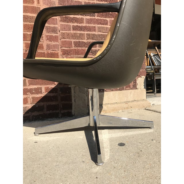 Mid Century Modern Steelcase Tan Leather Swivel Office Chair Newly Upholstered For Sale In Chicago - Image 6 of 8