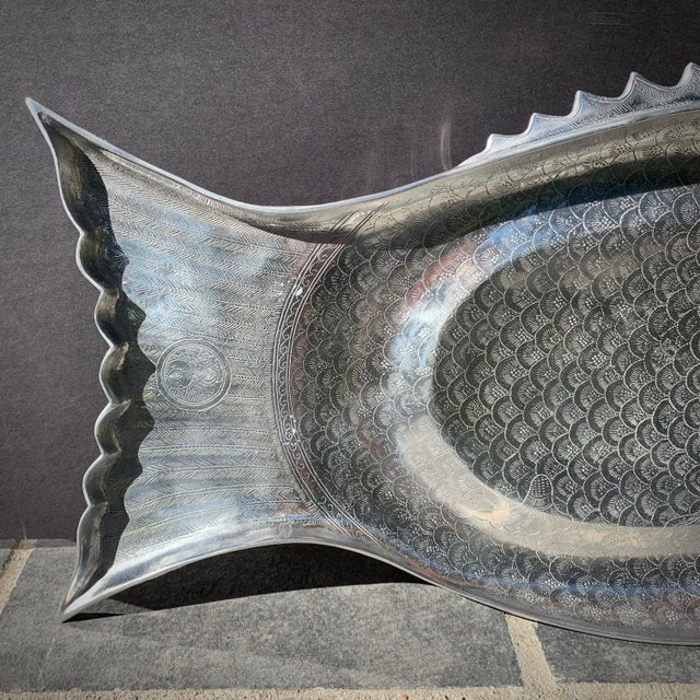 "Nautical 1975 Vintage Arthur Court Engraved Aluminum Fish Tray / Platter - 24"" For Sale - Image 3 of 11"