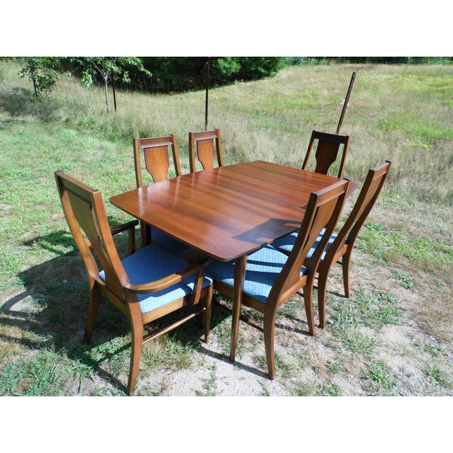 Beautiful vintage Mid-Century, Danish Modern style table and six (6) chairs. Made by Consolidated Furniture Industries....