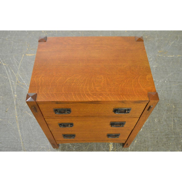 Stickley Mission Style Oak 3 Drawer Chest Nightstand - Image 9 of 10