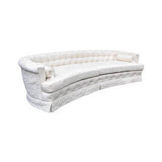 1970s Hollywood Regency Curved Sofa With White Quilted Fabric For Sale