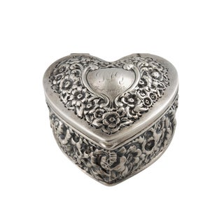 Early 20th Century Vintage Victorian j.e. Caldwell Sterling Silver Repousse Heart Box For Sale