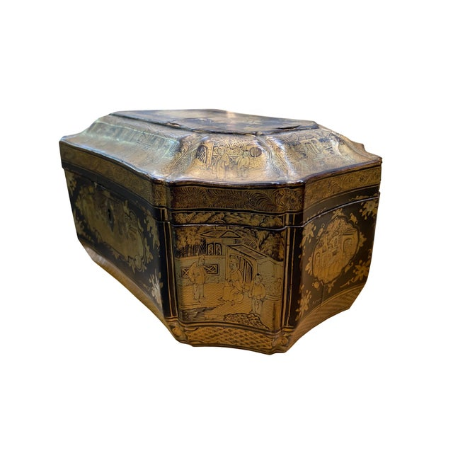 Wood Early 20th Century Chinoiserie Black and Gilt Lacquered Box For Sale - Image 7 of 9