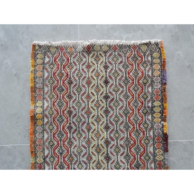 Handwoven Turkish Kilim Rug Pastel Colors Area Rug Petite Braided Kilim 1′6″ × 2′10″ For Sale In Dallas - Image 6 of 8