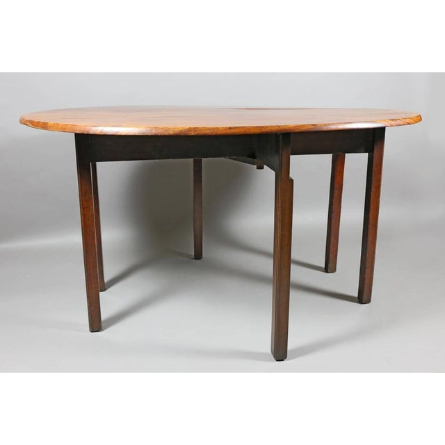 Traditional George III Mahogany Drop-Leaf Hunt Table For Sale - Image 3 of 7