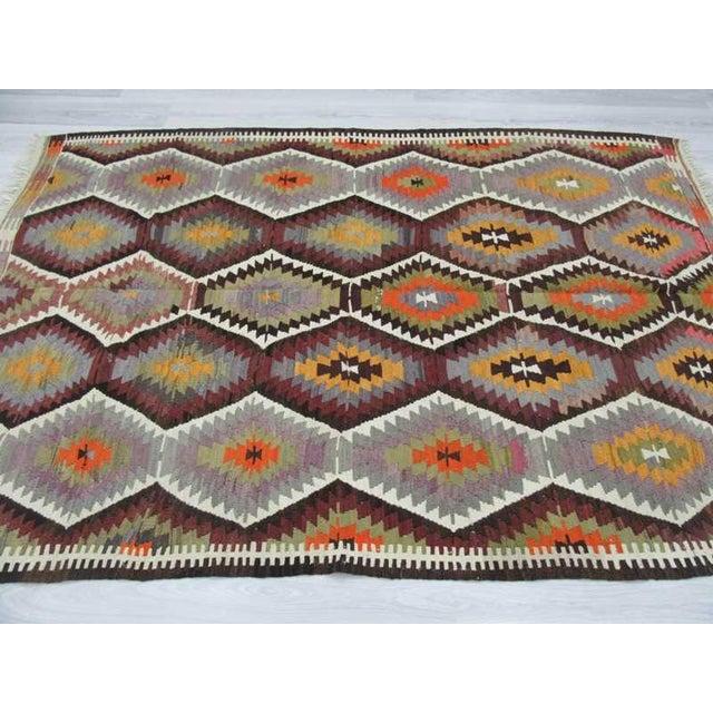 "Handwoven Vintage Decorative Colourful Turkish Kilim Area Rug - 5'3"" x 7'7"" For Sale - Image 4 of 6"