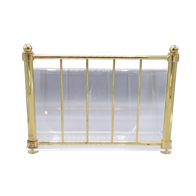 Hollywood Regency 1980s Hollywood Regency Mid Century Brass and Lucite Magazine Rack For Sale - Image 3 of 8