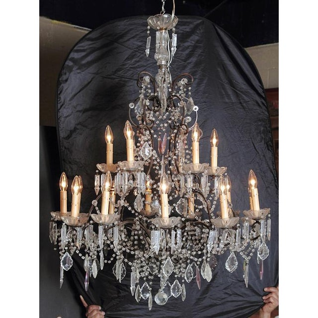 Elegant 18 lights Italian crystal and iron chandelier, circa 1890.