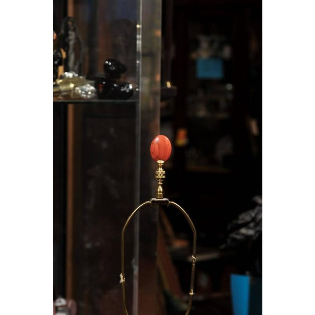 French Coral Faux Marble Vase Shaped Lamp Mounted in Bronze and Brass For Sale - Image 3 of 10