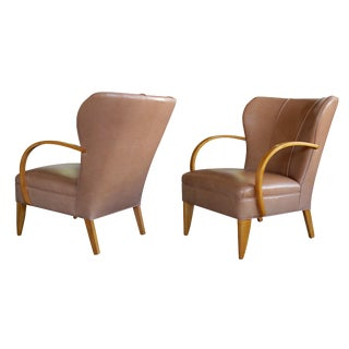 Large-Scaled Pair of Swedish 1940s Wingback Chairs With Bentwood Arms For Sale