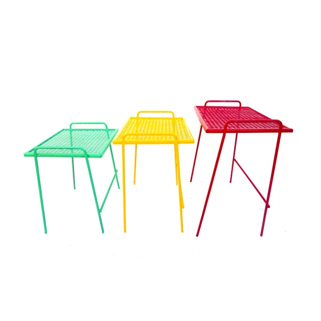 Mid-Century Salterini Metal Nesting Tables || Set of 3 Red, Yellow, Green Indoor/Outdoor Versatile Accent Furniture For Sale In Los Angeles - Image 6 of 11