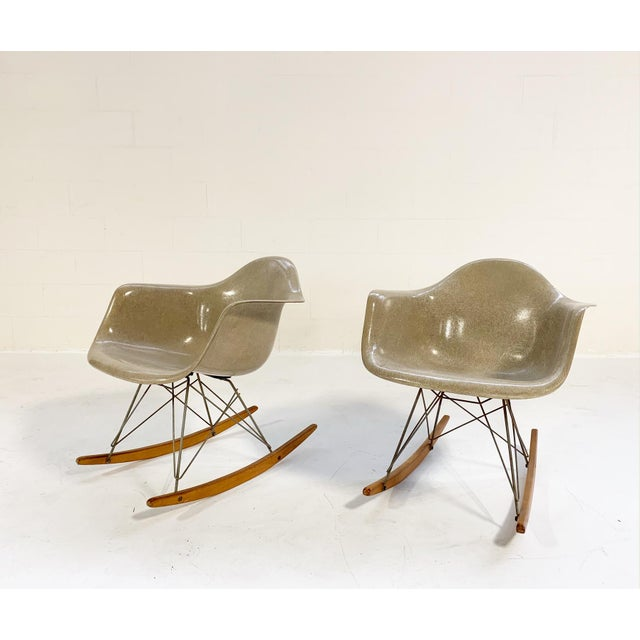 Herman Miller 1950s Mid-Century Modern Charles and Ray Eames for Herman Miller Rar Rocking Chairs - a Pair For Sale - Image 4 of 9